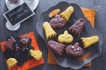 I biscotti di halloween sono dei dolcetti golosi realizzati con una frolla  alla zucca e una 729dcf935b95
