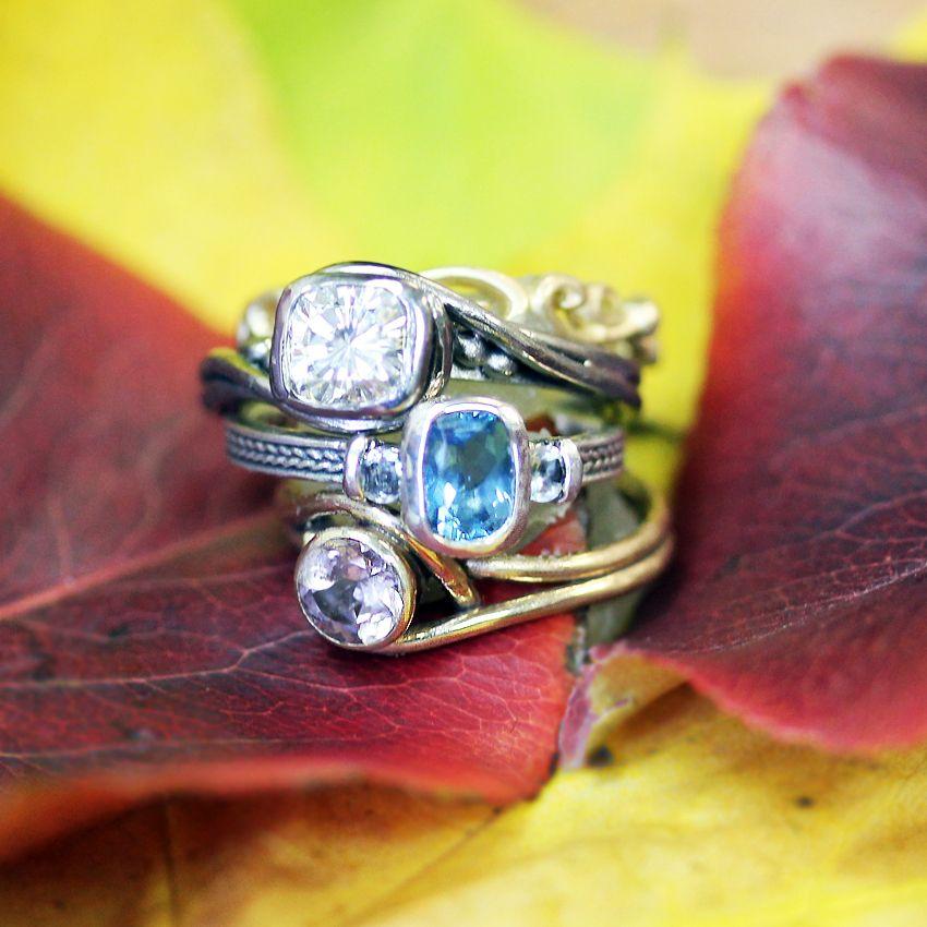 Ring in Christmas with Metalicious.com #jewelry #holidaygift #giftsforher #giftsformom #engagement #holidayengagement #gorgeousjewels #gemstones #birthstones