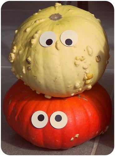 Des citrouilles à yeux pour Halloween.