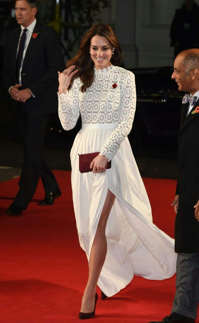 Kate Middleton – 'A Street Cat Named Bob' Premiere in London | Cambridge  dresses, Duchess catherine, Purple lace dress