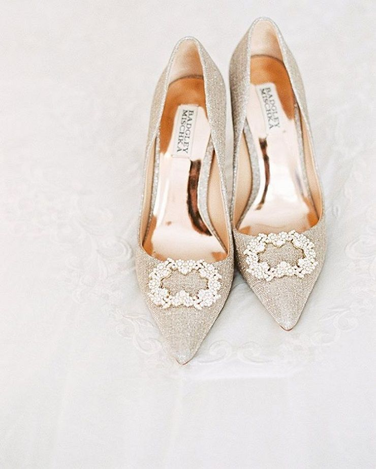 Beige Badgley Mischka Bridal Heels | Beautiful wedding shoes #weddingshoes #bridalshoes #weddingheels