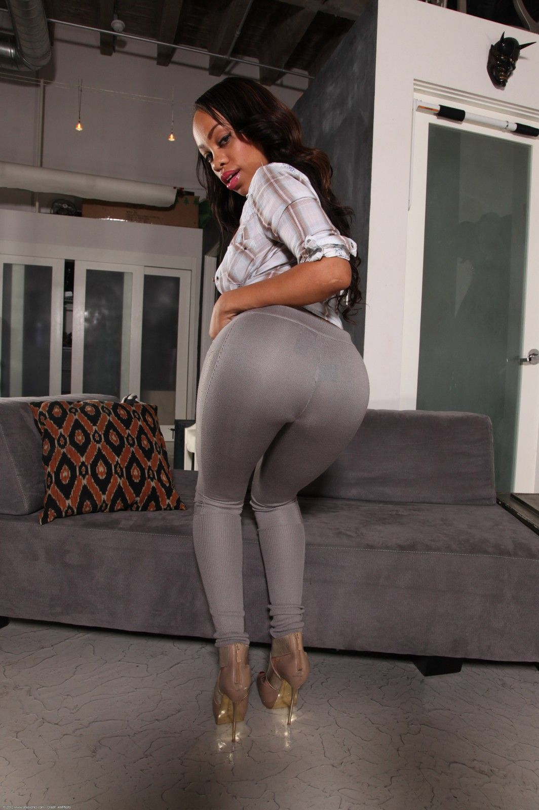 ebony goddess melrose foxxx strips out of her tight leggings to show