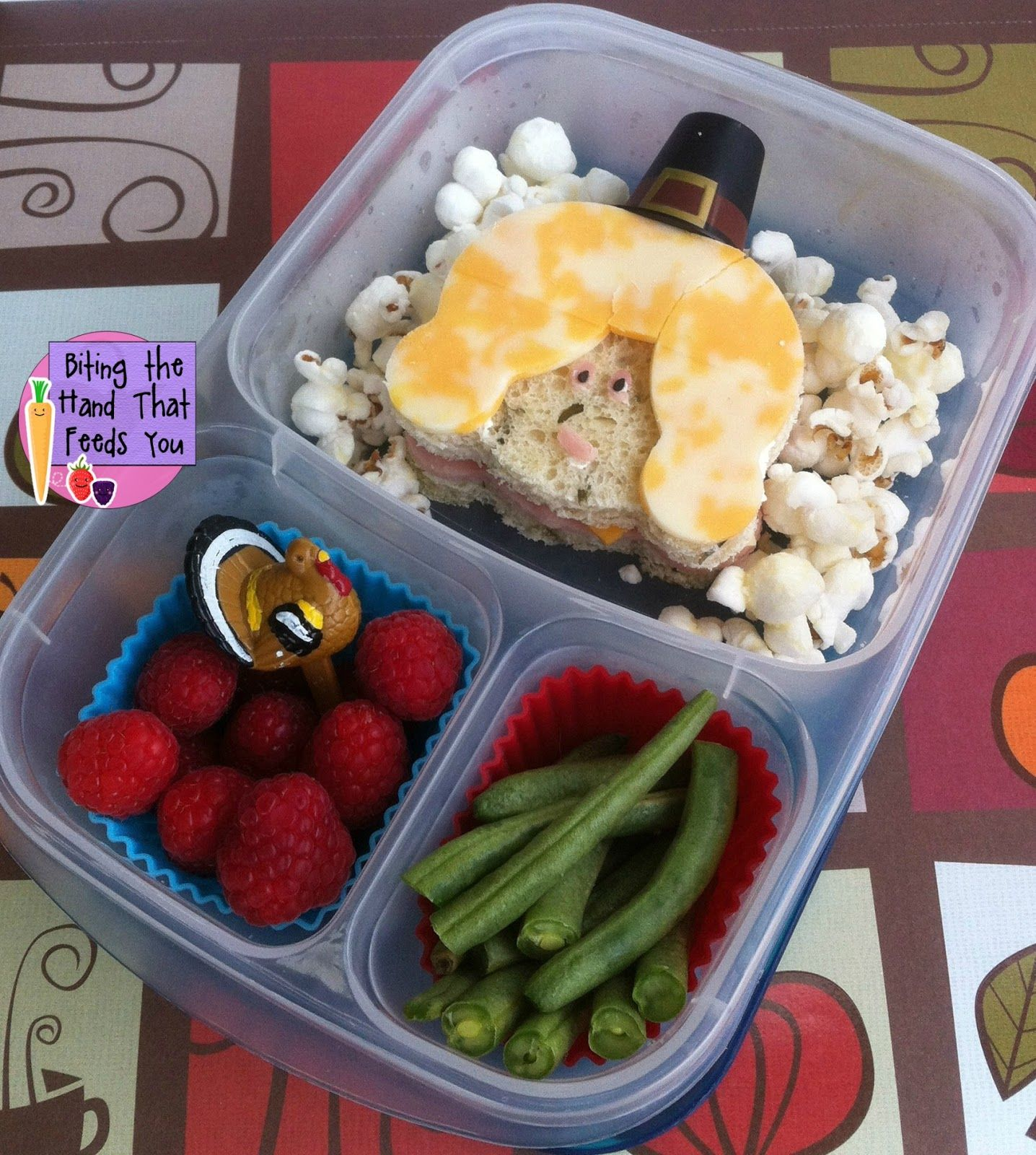 Thanksgiving Pilgrim Girl bento schoollunch easylunchboxes