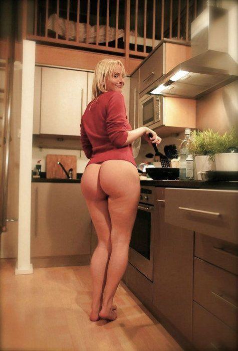 women Bottomless mature