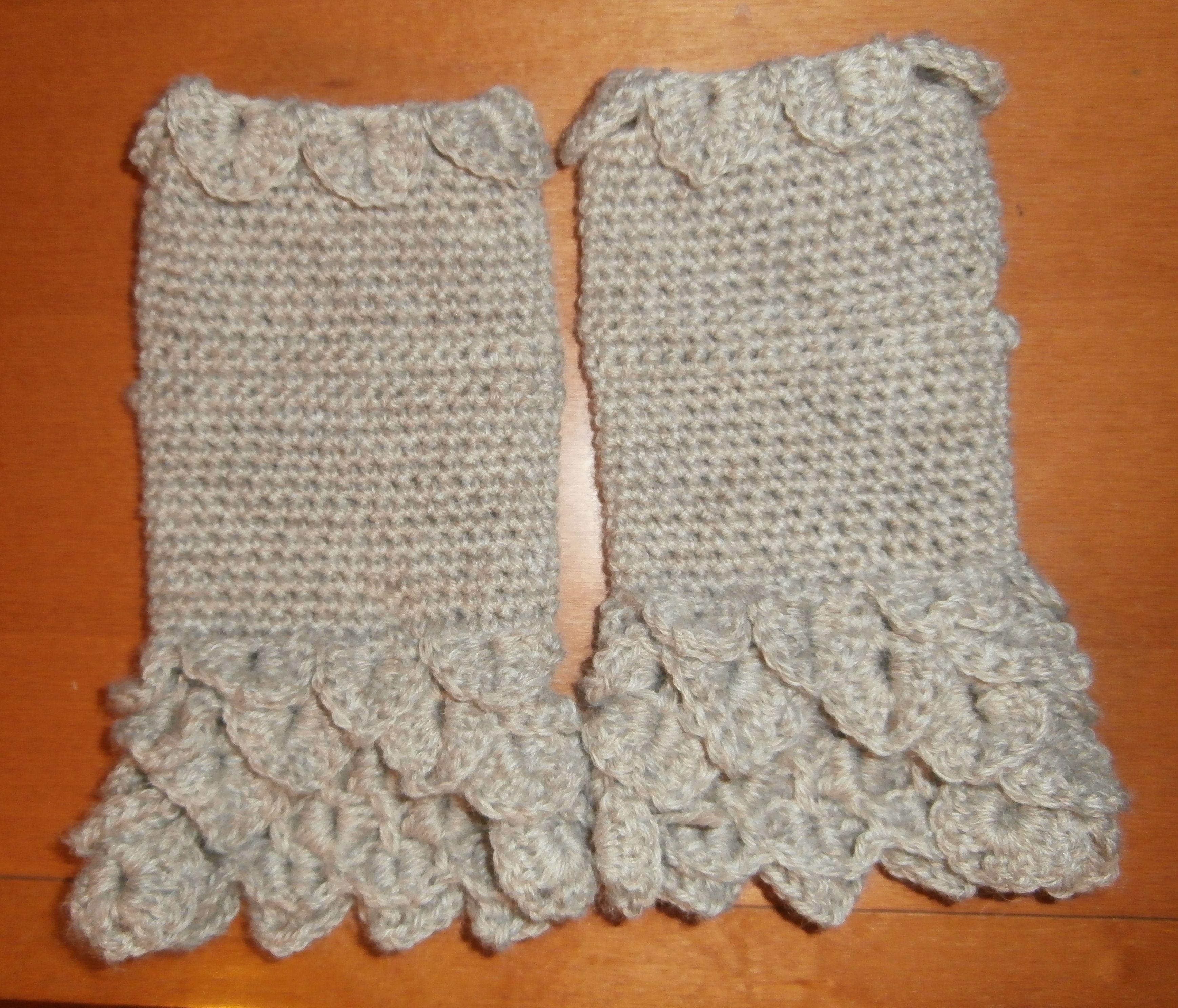 Guanti di lana lavorati ad uncinetto a punto Coccodrillo corti.