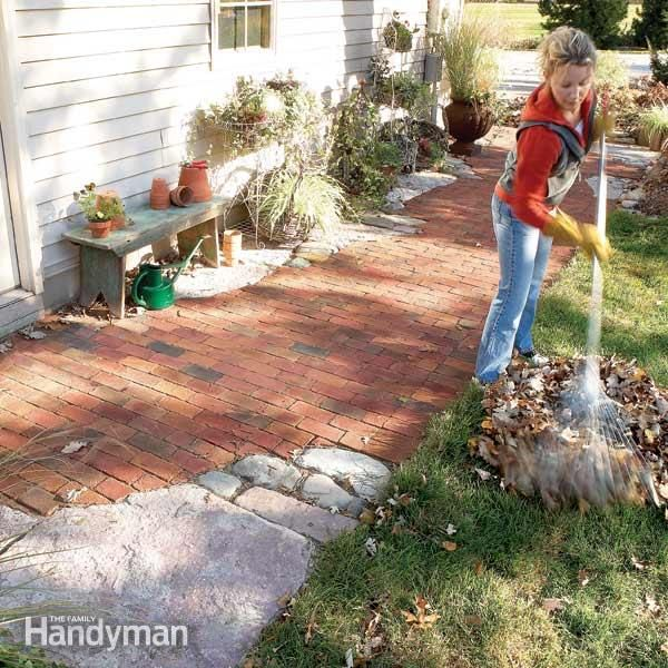 create an heirloom garden pathway or sidewalk by combining bricks or pavers with natural stone accent pieces.  learn the simple, time-tested techniques used to build a winding, free-form walk.