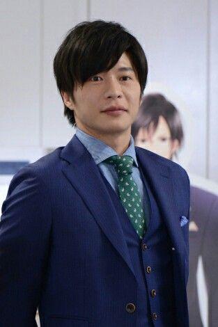 恋ヘタで見せるスーツ姿が色気ある田中圭