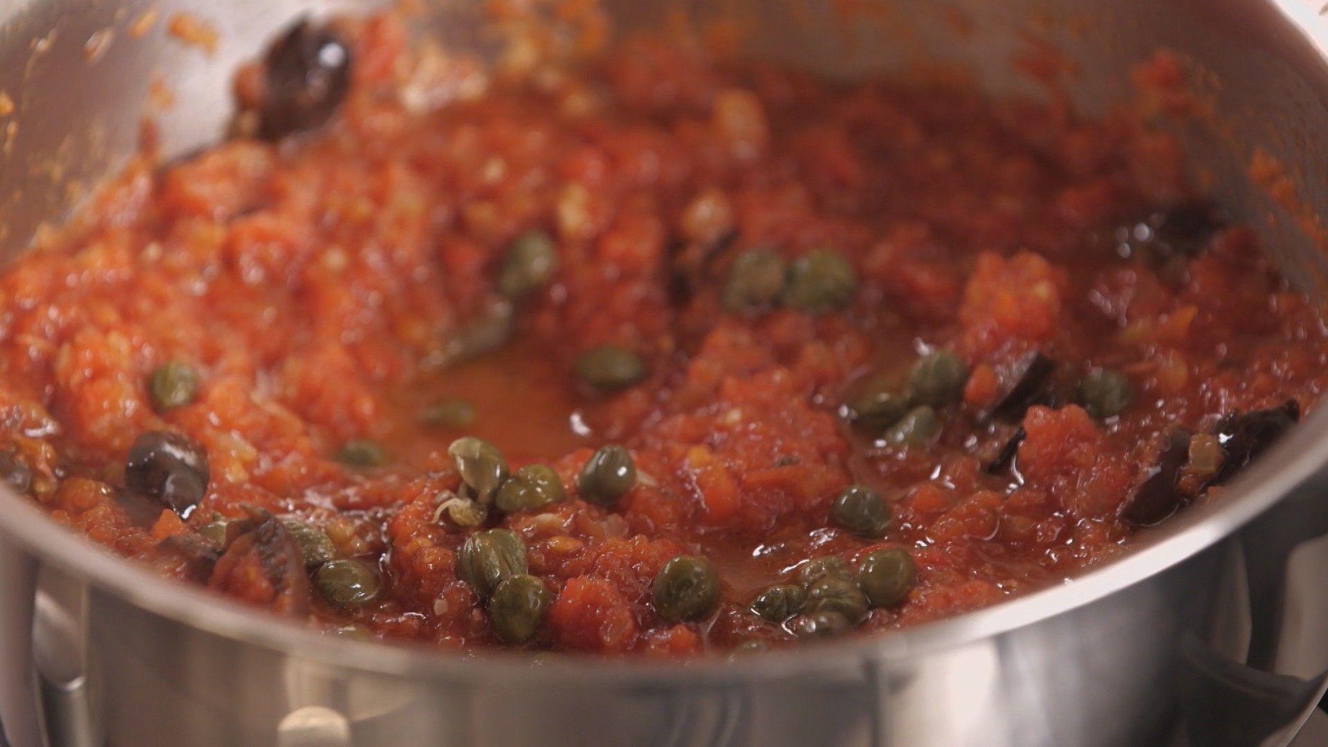 cozinha prtica vero 2017, cozinha prtica pra viagem, molho de tomate caseiro, molho de tomate caseiro com aliche, alcaparras (Foto: Divulgao/GNT)