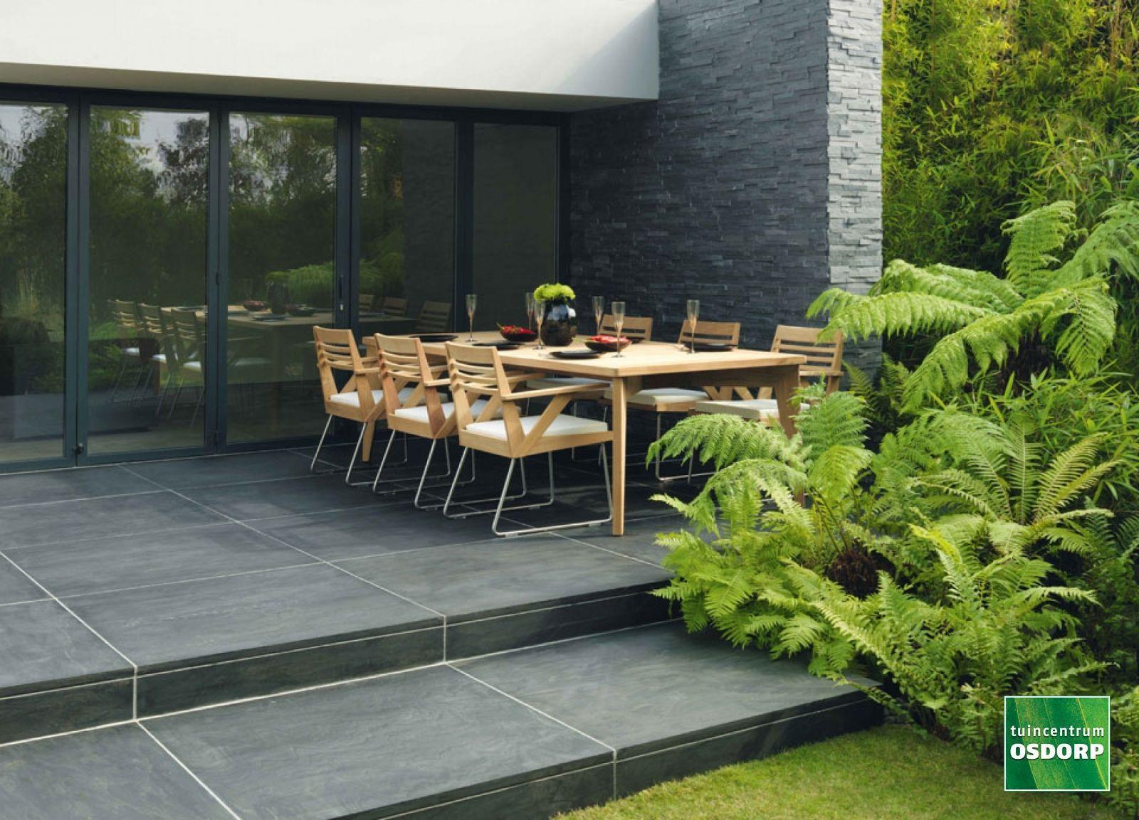 Grijze Tegels Tuin : Moderne tuin met grote grijze tegels. bestrating de basis van je