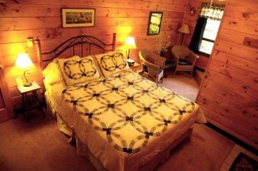 Mountain Bluebird Room at Cedar House Inn and Yurts, Dahlonega, GA