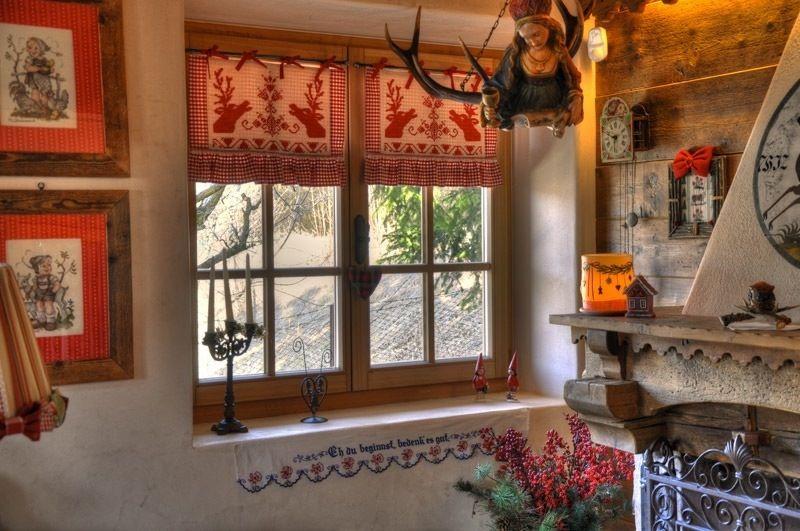 Squarciomomo la casa delle favole di montagna rustic for Arredamento stile tirolese