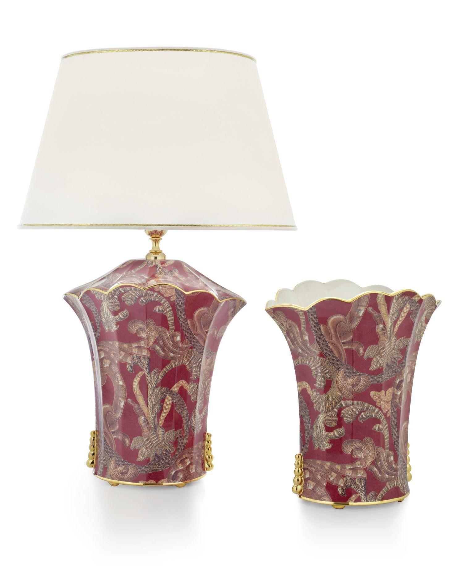 Lámpara de sobremesa y jarrón ondulados London. Exquisitas piezas de ...