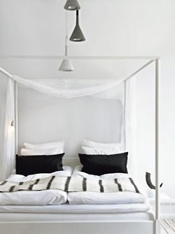 White four poster bed
