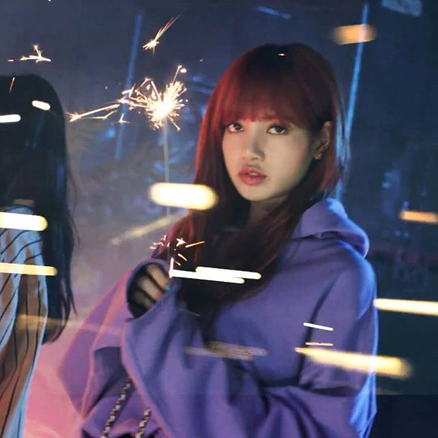 this is not even a picture this is a screencap can u believe it ? #lisa #nonagon #blackpink