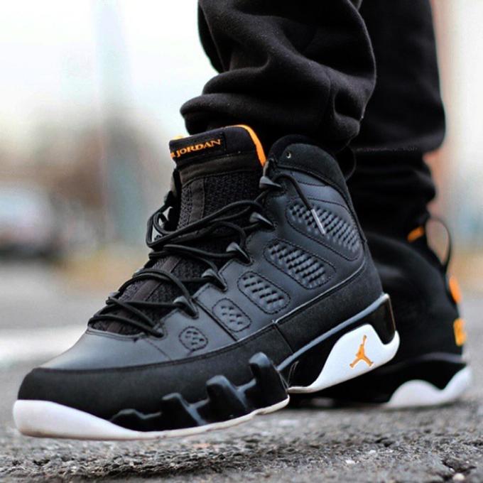 Air Jordan IX in Black / Citrus