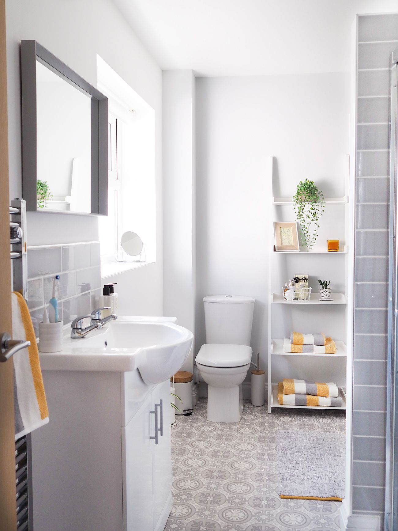 Grey and Yellow Bathroom makeover | Modern Home Interiors Design ...