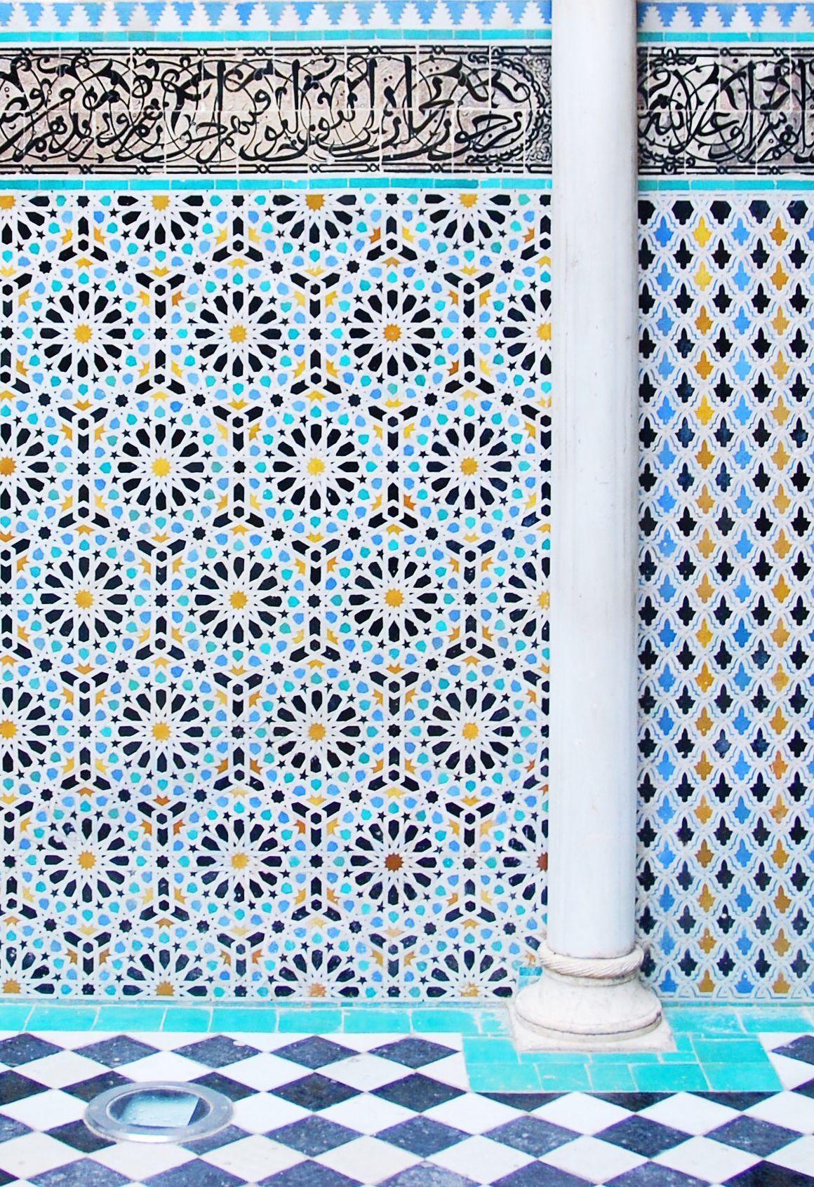 Welp geometric blue tiles in fez, morocco.   Marokkaanse tegels RQ-97