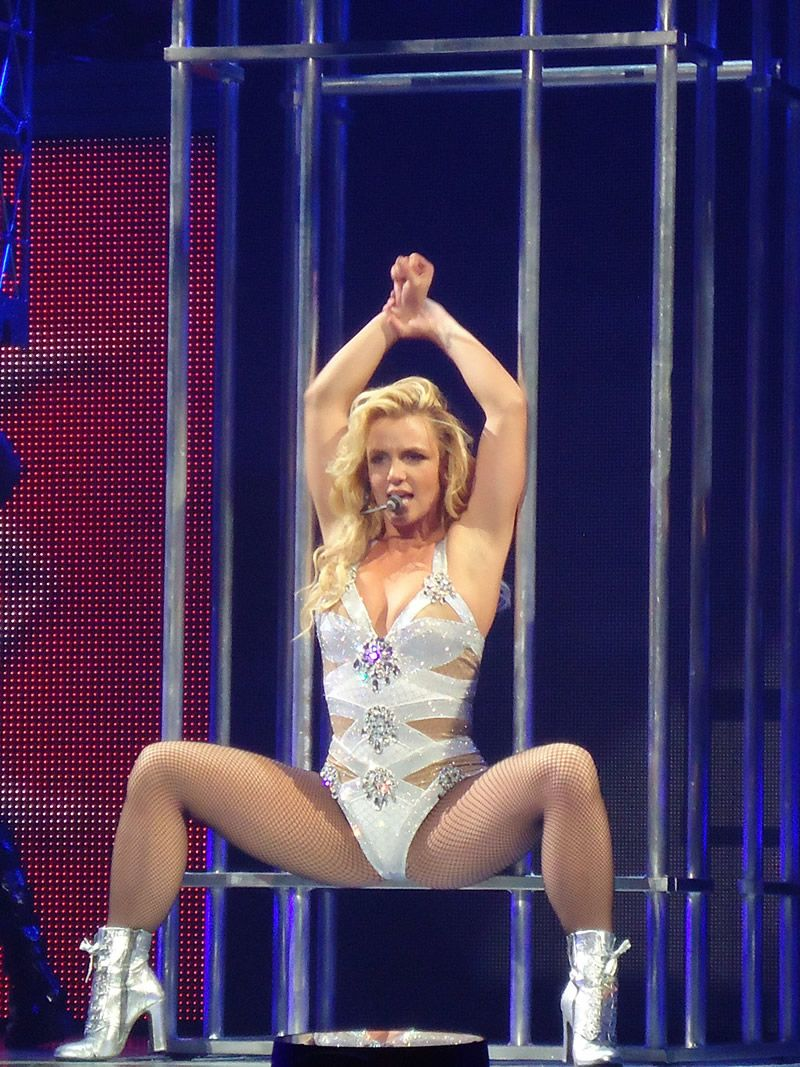 britney spears spreads her legs Women Famous