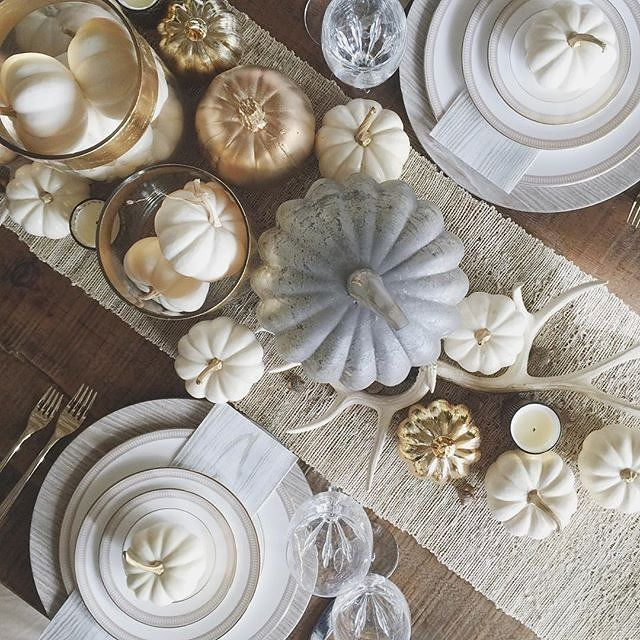 Gorgeous Thanksgiving tablescape @livingwithlandyn