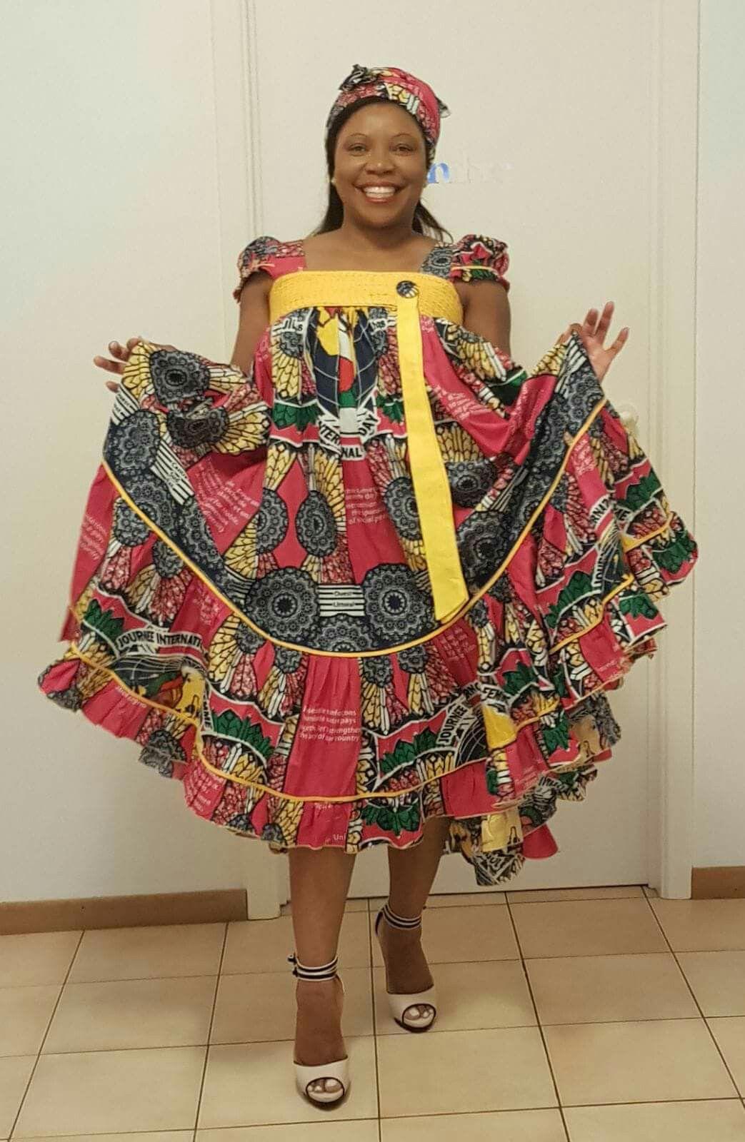 Kana africaine | Robe pagne en 2019 | Robe africaine, Mode africaine robe et Robe en pagne africain