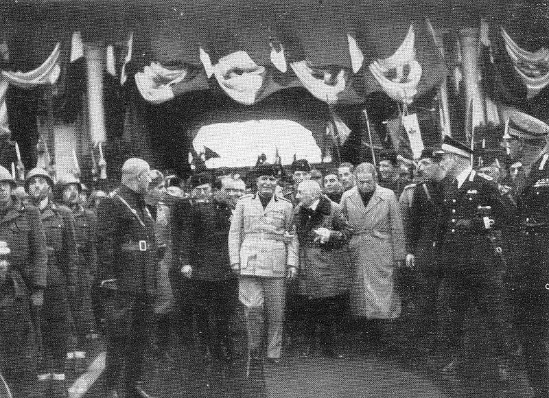 D'Annunzio a Verona con Mussolini, 1937