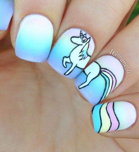 avec le nail art r gressif les dessins anim s s 39 invitent sur nos ongles unicorn nail art. Black Bedroom Furniture Sets. Home Design Ideas