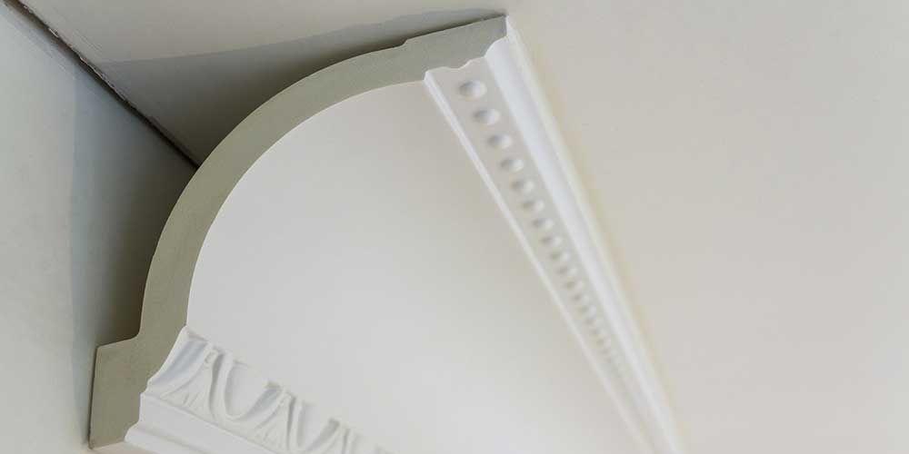 Poser des corniches de plafond Moulure maison Pinterest - Comment Poser Une Terrasse Bois