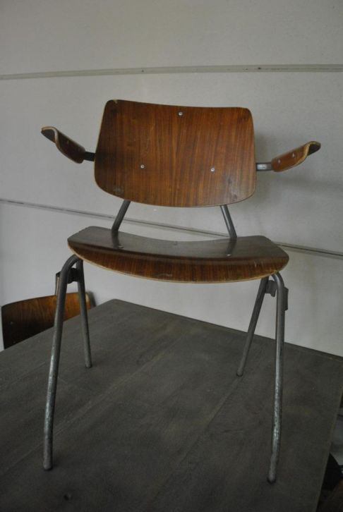 Marktplaats Vintage Stoelen.Vintage Oude Schoolstoelen Met En Zonder Armleuning Stoelen
