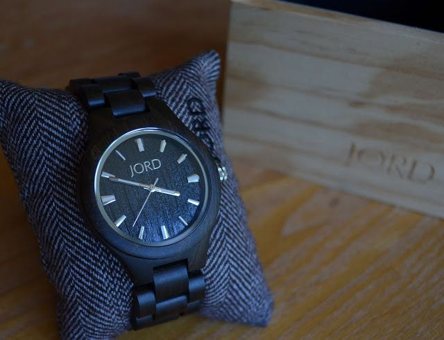 JORD Wood Watches Review and Giveaway ~ Polished Lifting #watch #woodwatch #JORD #JORDWoodWatches #timepiece #classic #style #fashion #sandalwood #accessory #naturalwood #wood #prsample #polishedlifting #handcrafted #giveaway #jordwatch