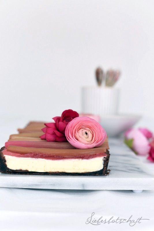 Liebesbotschaft: Rhabarbertarte mit weißer Schokolade und Kusmi Aquarosa.
