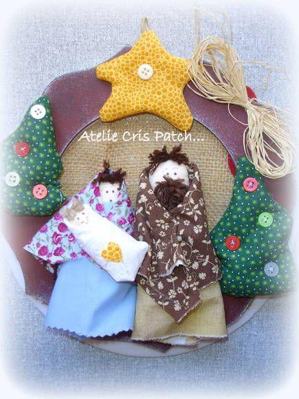 Linda guirlanda com base em mdf e bonecos em tecidos para decorar sua casa neste Natal R$ 55,00