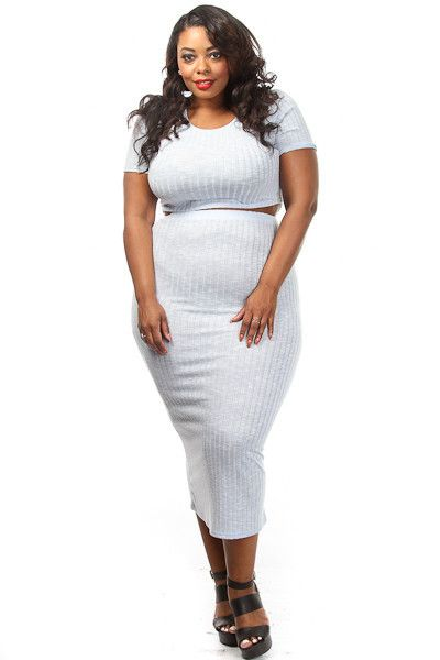 This plus size outfit features a ribbed body short sleeve crop