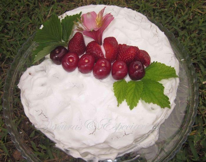 Bolo de Iogurte Grego com Bagas Goji e Sementes de Papoila