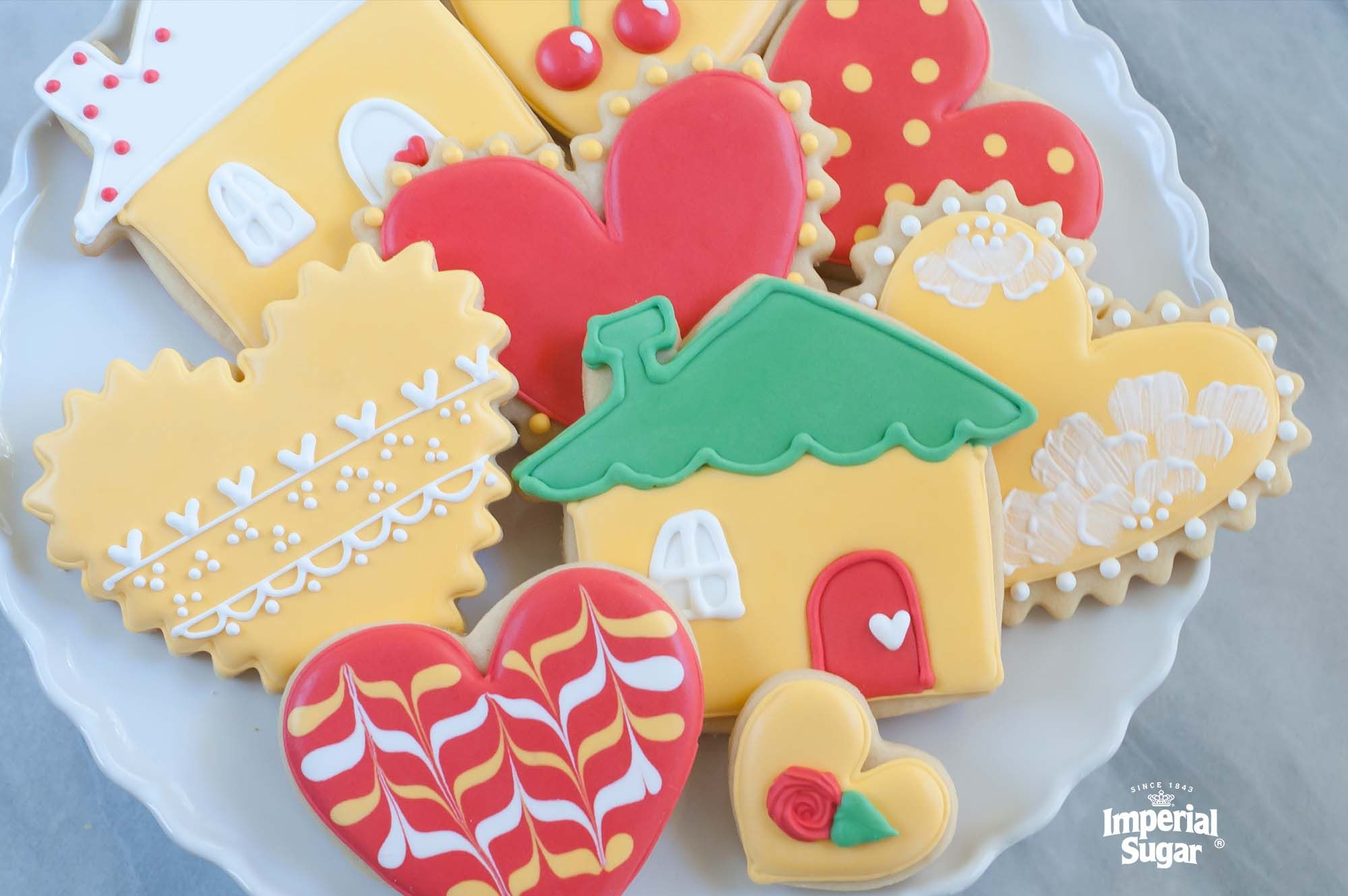 Royal Icing is a favorite of professionals who use it not only for frosting cakes and