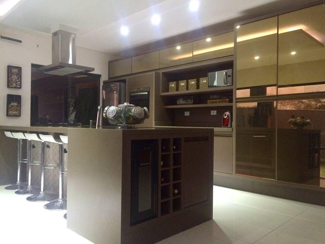 Cozinha Em Tom Fendi Com Vidro Reflecta Bronze Combinacao