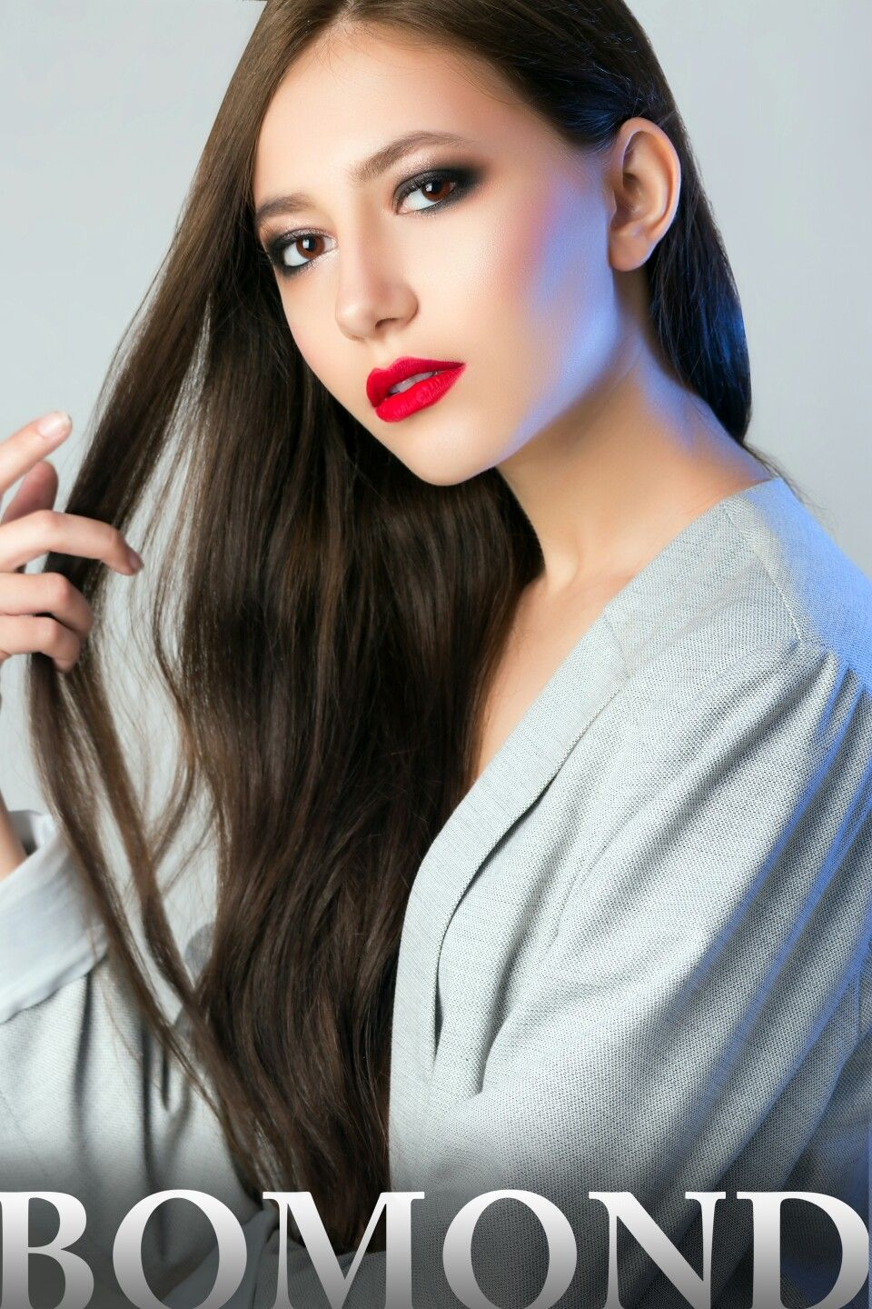 Smoky eyes and red lipstick