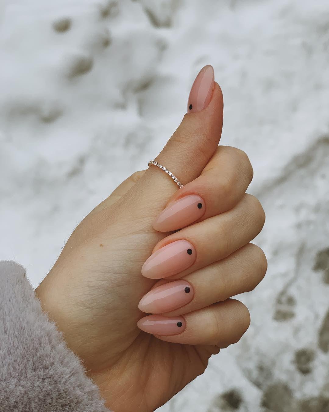 Nails amandel | natural nails short 2020 #almond #nageldesigns #almond #amandel #blacknail #kyliejennernail #nageldesign #Nageldesigns #nagellack #nailwedding #Nails #naturalnail #pinknail #shortnail #summernail