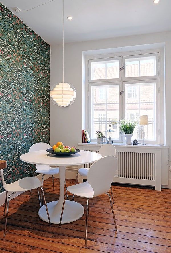 William Morris Floral wallpaper in a dining room