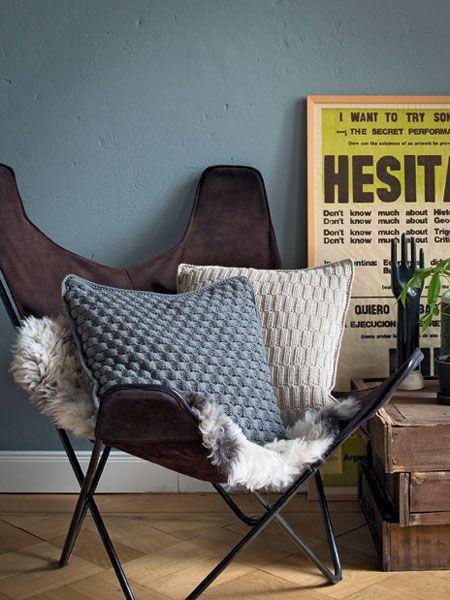 so einfach stricken sie eine kissenh lle lana. Black Bedroom Furniture Sets. Home Design Ideas