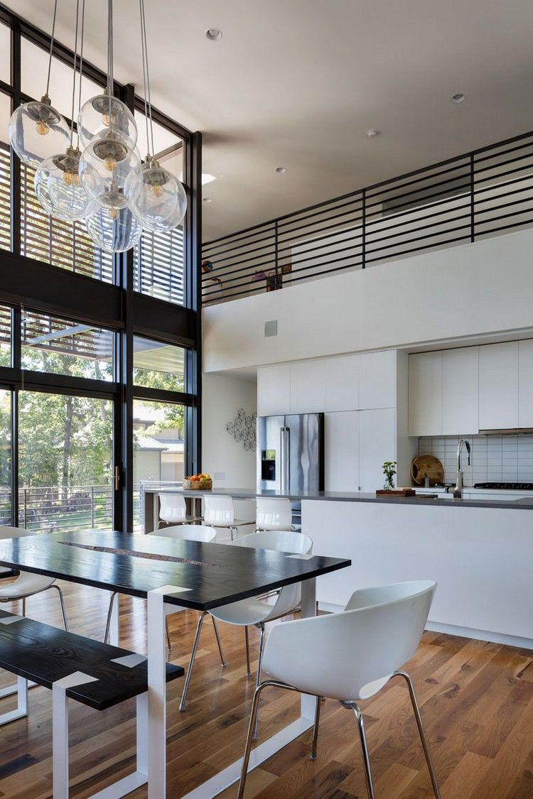 modernes Innendesign - offener Wohnbereich mit Kronleuchter als ...