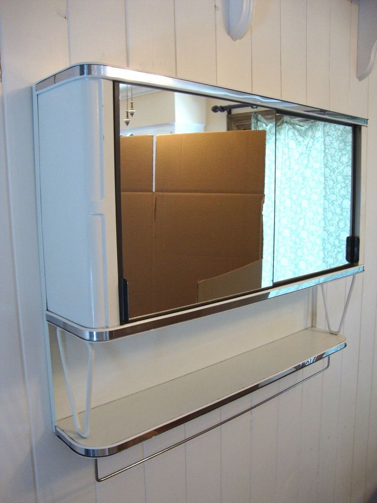 Superbe Vintage 50u0027s Metal Mirror Bathroom Wall Medicine Cabinet Chest ~WHITE U0026  CHROME