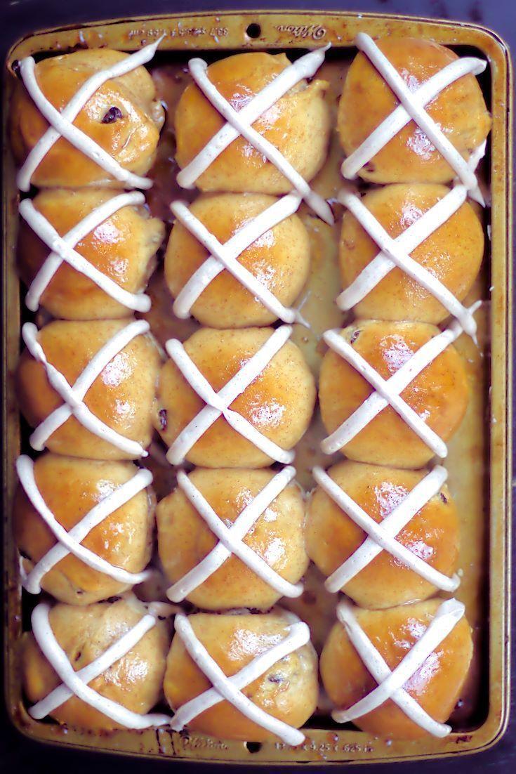 Eines der Lieblingsessen meiner Familie zu Ostern Hot Cross Buns mit Zimt Frischkäse Zuckerguss Recipes Ideas recipes ideas families recipes ideas healthy recipes id...