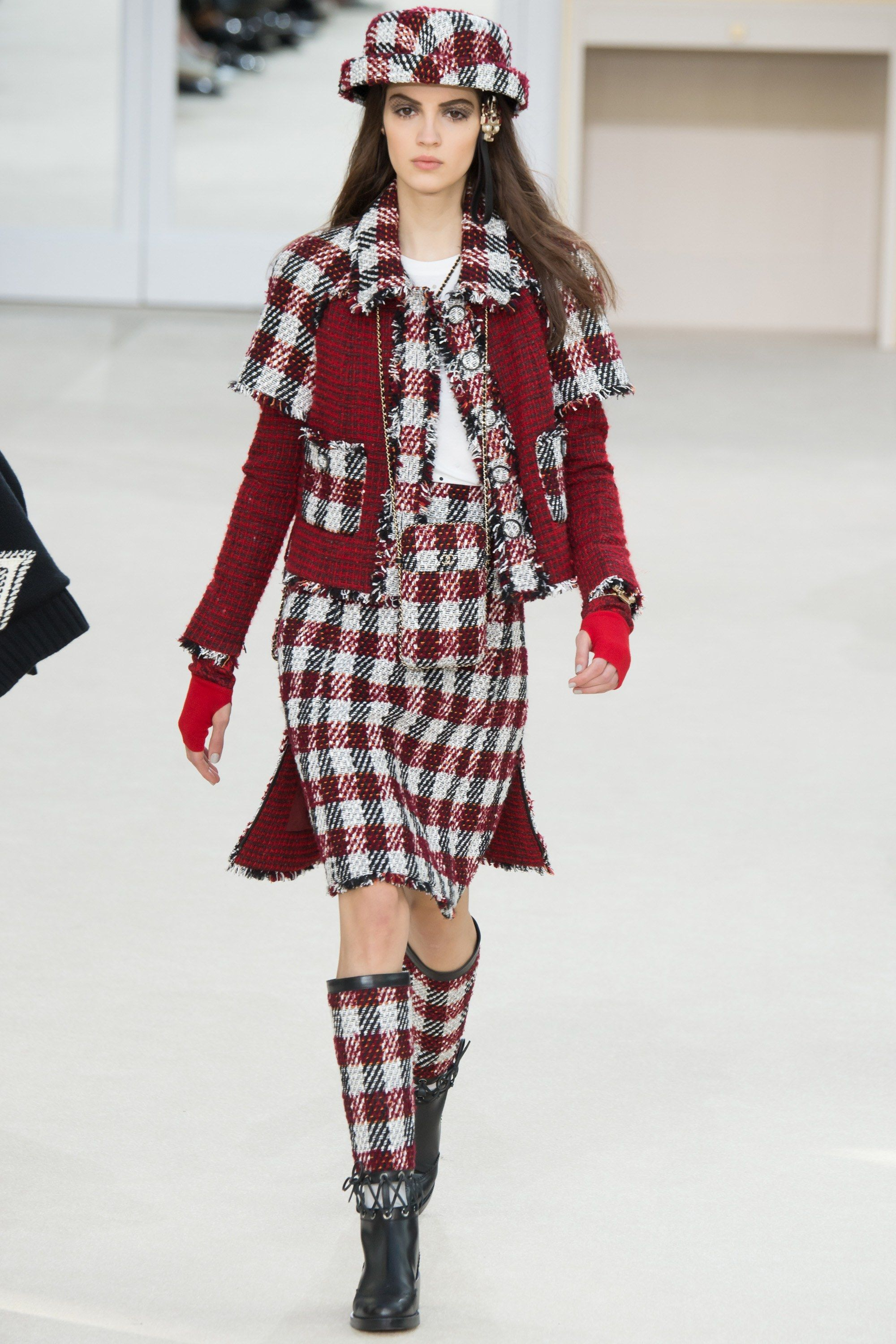 fc537d4cfec Chanel Fall 2016 Ready-to-Wear Fashion Show - Camille Hurel