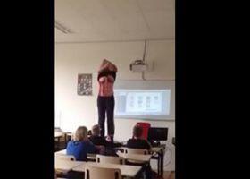 Esta professora começou a se despir na frente dos alunos. Eles aplaudiram o gesto