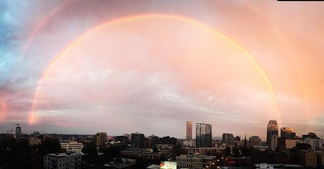 Is anyone else seeing the most legit rainbow over Portland right now?