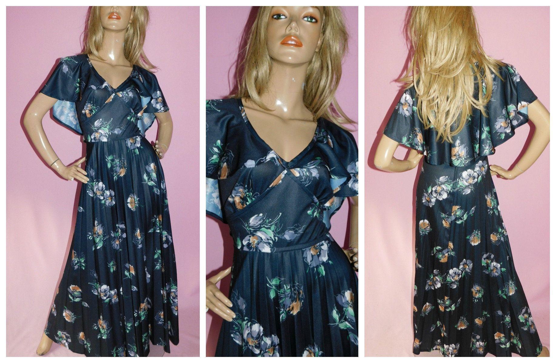 Vintage 70s Floral Print Flutter Cape Maxi Dress 16 18 L 1970s Etsy Maxi Dress Dress 16 Floral Print Maxi Dress [ 1200 x 1834 Pixel ]