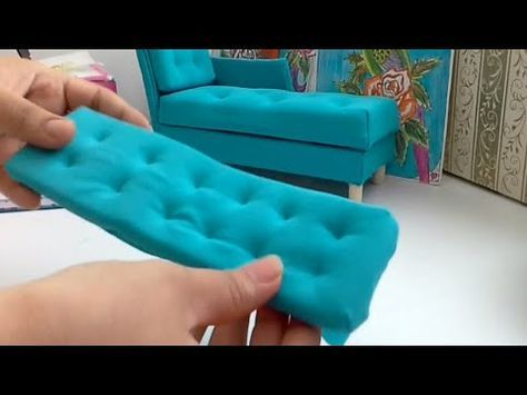 Manualidad: colchón para sofá de muñecas♡diy doll's sofa cussion - YouTube #barbiefurniture