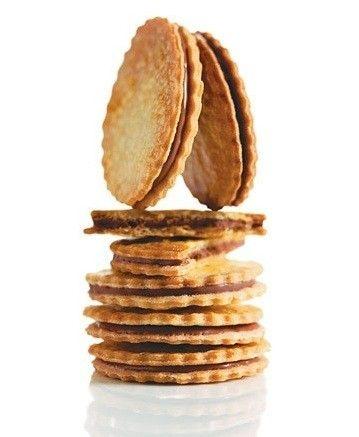 Biscotti con pasta frolla farciti con nutella