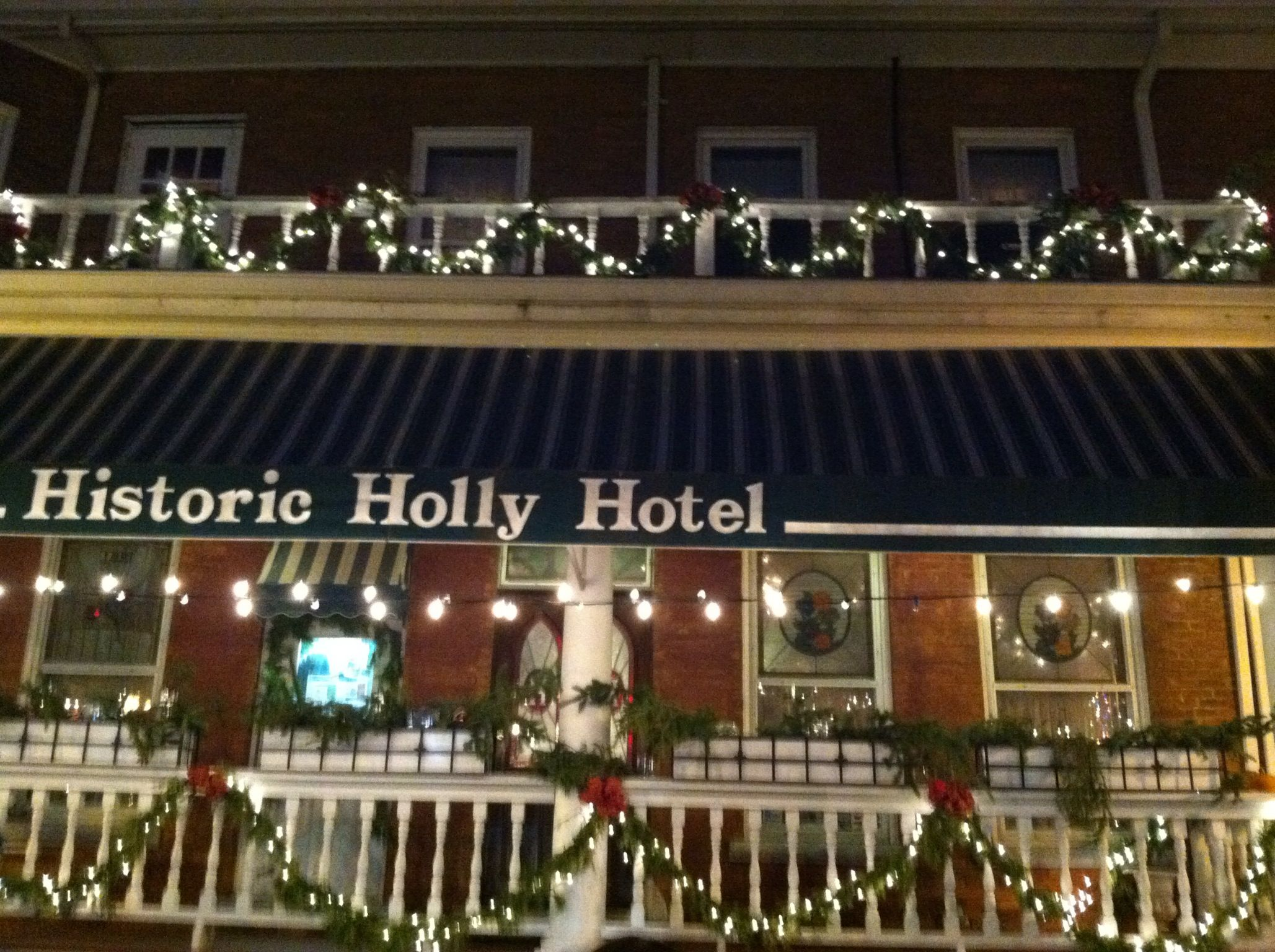 Historic Holly Hotel In Mi Is A Beautiful Location To Have Your Christmas Wedding