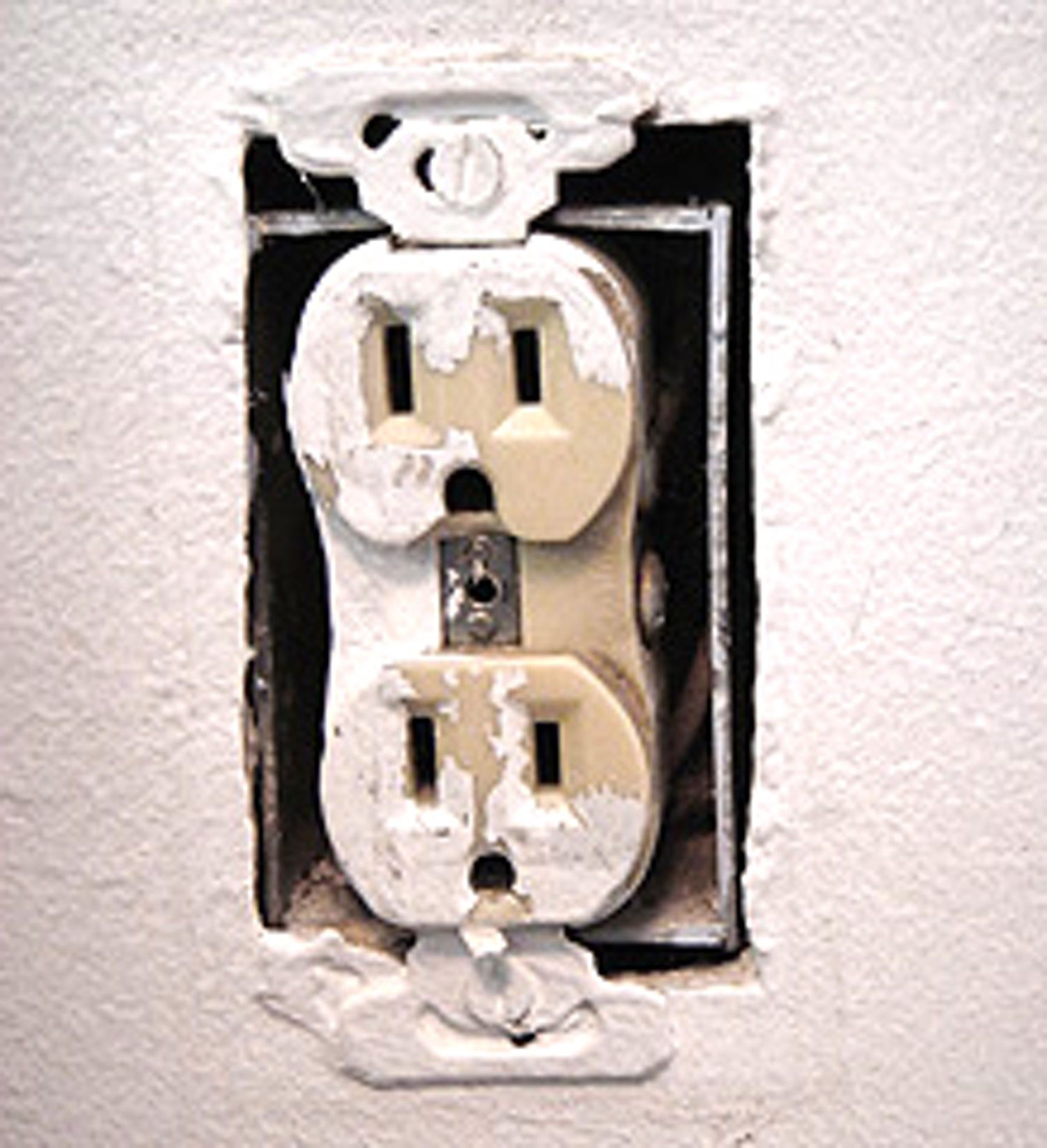 How To  Replace An Old Electrical Outlet